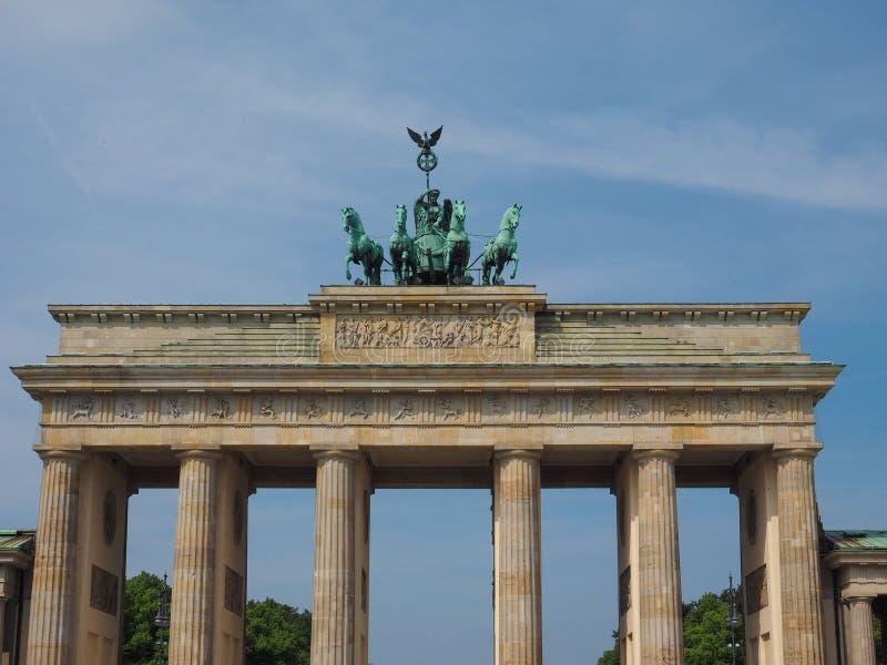 Tor de Brandenburger (porta de Brandemburgo) em Berlim fotos de stock royalty free