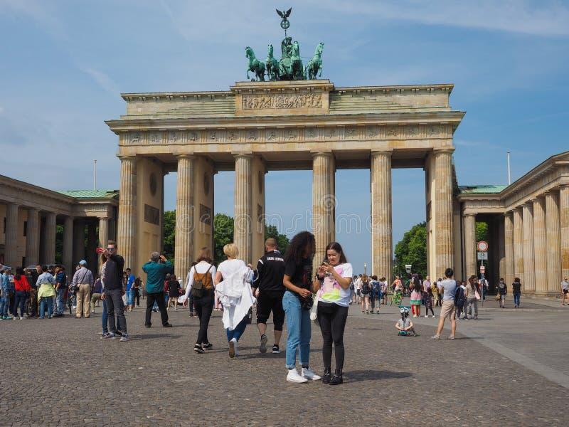 Tor de Brandenburger (porta de Brandemburgo) em Berlim foto de stock