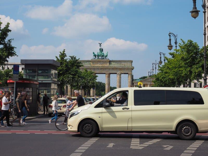 Tor de Brandenburger (porta de Brandemburgo) em Berlim imagens de stock