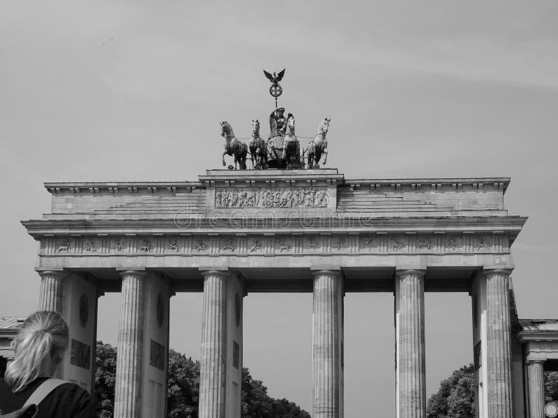 Tor de Brandenburger (porta de Brandemburgo) em Berlim no preto e no whit foto de stock royalty free