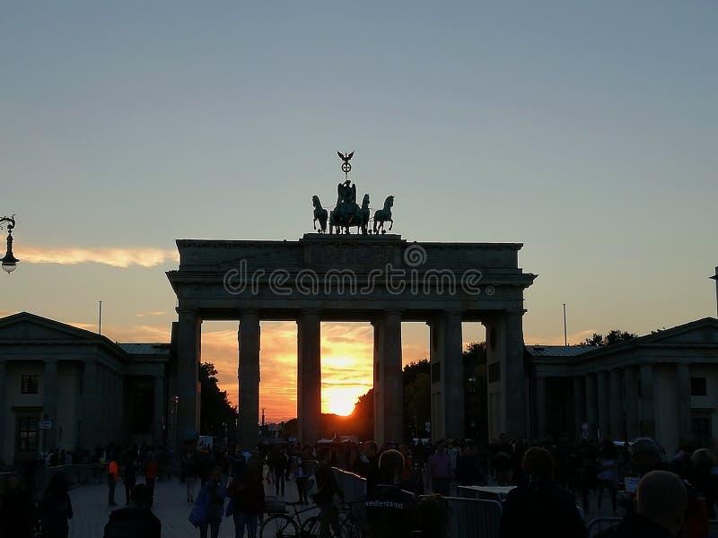 Tor de Brandenburger - puerta de Brandeburgo imagen de archivo