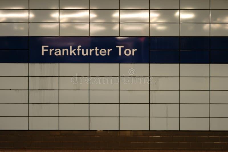 Tor de la salchicha de Francfort de la estación de metro imagen de archivo