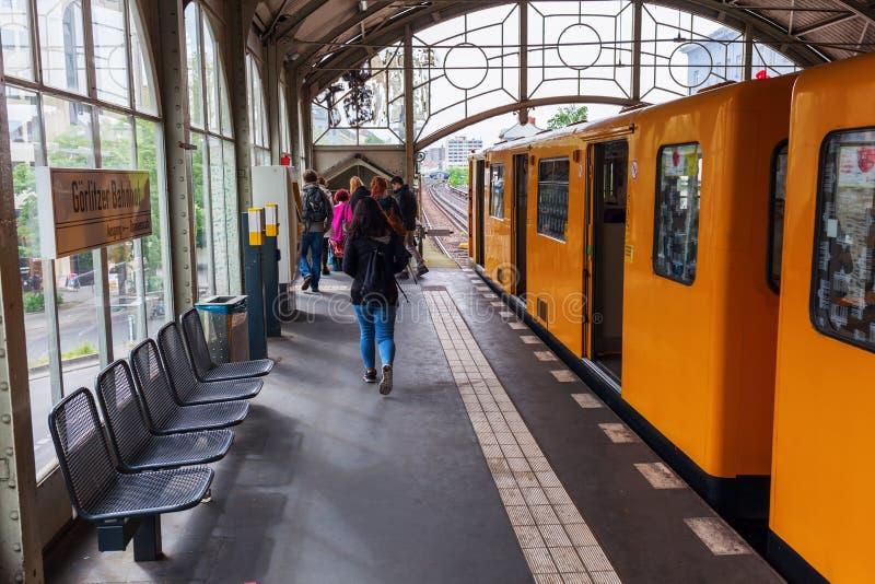 Tor de Schlesisches da estação de metro em Berlim, Alemanha imagem de stock royalty free