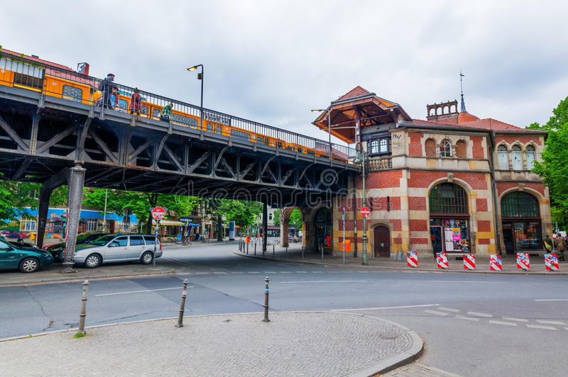 Tor de Schlesisches da estação de U-Bahn em Berlim, Alemanha fotos de stock royalty free