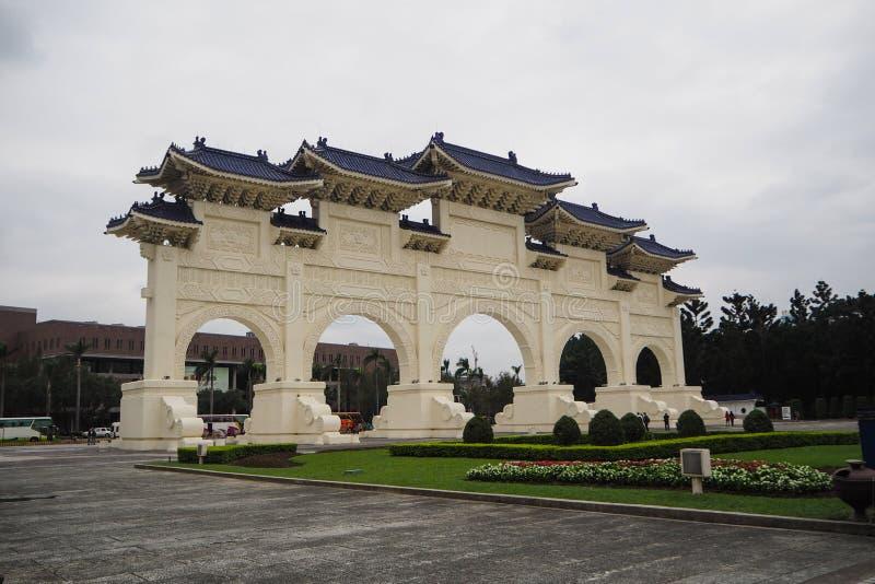 Tor der großen zentraler Bedeutung und des perfekten Uprightness bei nationalem Chiang Kai Shek Memorial Hall lizenzfreie stockfotos