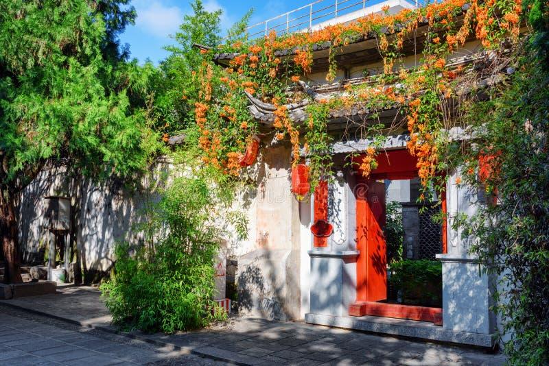 Superior Download Tor Des Hauses Des Traditionellen Chinesen Verziert Mit Blumen,  Dali Stockfoto   Bild Von