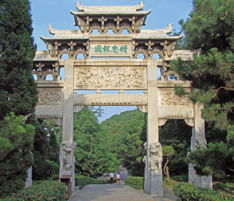 Tor des traditionellen Chinesen im Park von Wuhan lizenzfreie stockfotografie