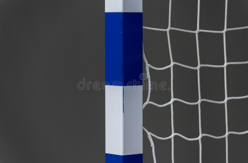 Tor für futsal oder Handball in der Turnhalle Detail des Torrahmens und -netzes Fußball- oder Handballspielplatz im Freien stockfoto