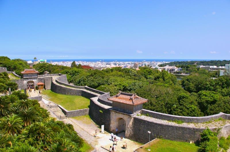 Tor und Wände von Shuri Schloss lizenzfreies stockbild