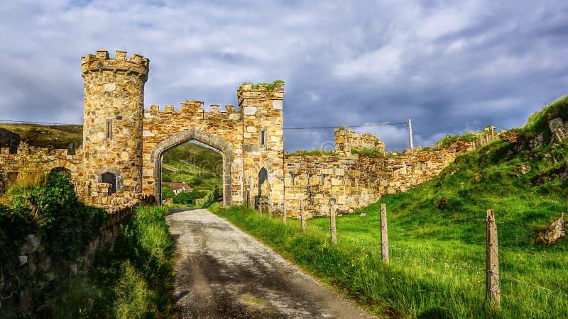 Tor zum Schloss Demesne Gebirgsküstenregion in Galway lizenzfreie stockfotos