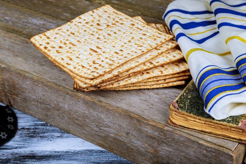 torah judío del pan del passover del matzoh de la celebración del matzoth del día de fiesta foto de archivo libre de regalías