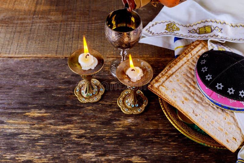 Torah judío del pan del passover del matzoh de la celebración del matzoth del día de fiesta del passover de Eve imagen de archivo