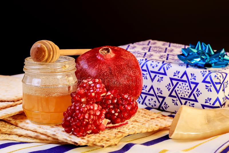 torah jud?o del pan del passover del matzoh del d?a de fiesta del hashanah del rosh imagen de archivo libre de regalías