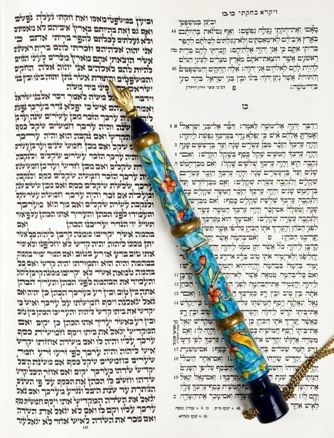 Torah, livre de Tikkun, et flèche indicatrice, ou Yad image libre de droits