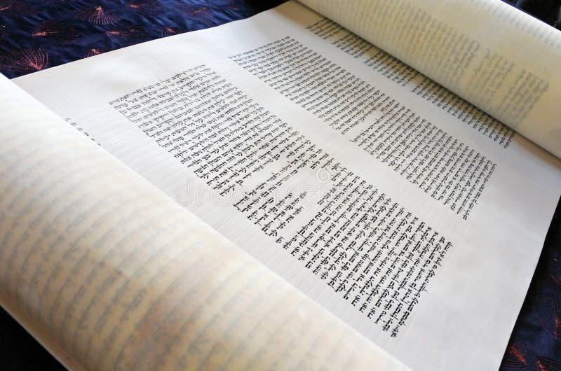 Torah snirkeltext arkivfoto