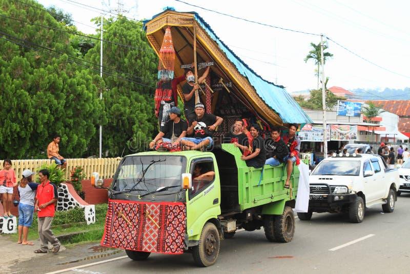 从Toraja -苏拉威西岛Selatan的游行浮游物 库存照片