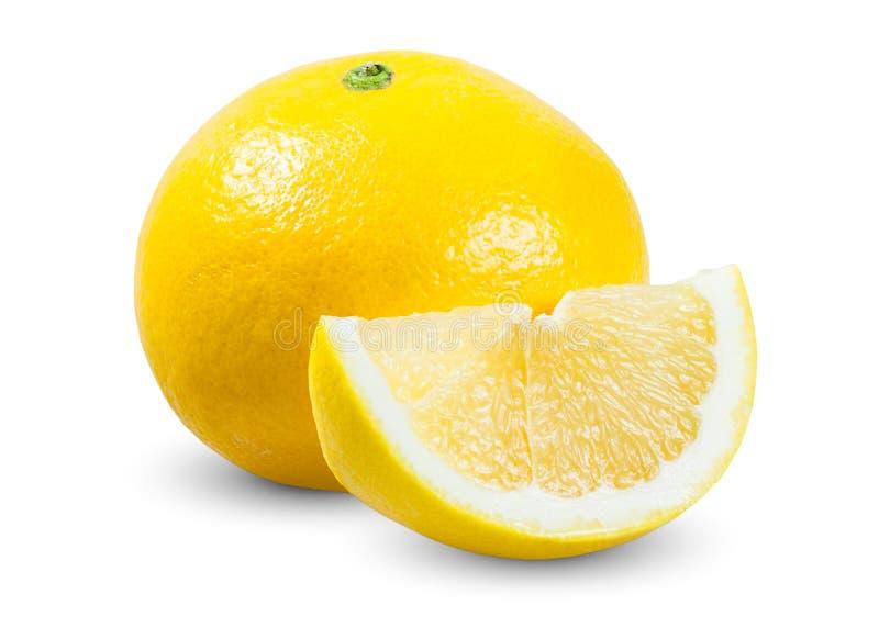 Toranja amarela fresca com a fatia suculenta isolada imagem de stock royalty free