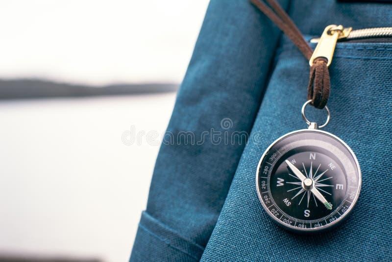 Torba i kompas w naturze obrazy royalty free