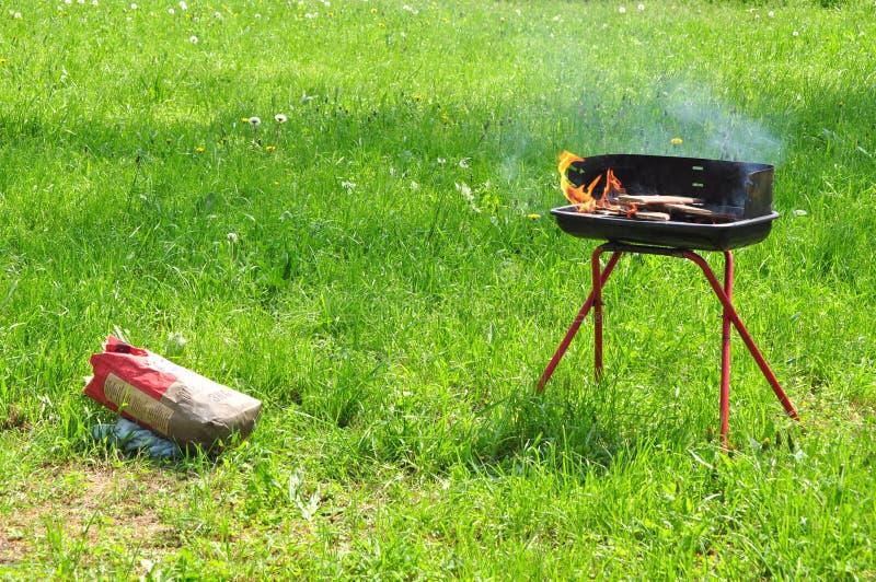 torba węgiel piec na grillu obraz royalty free
