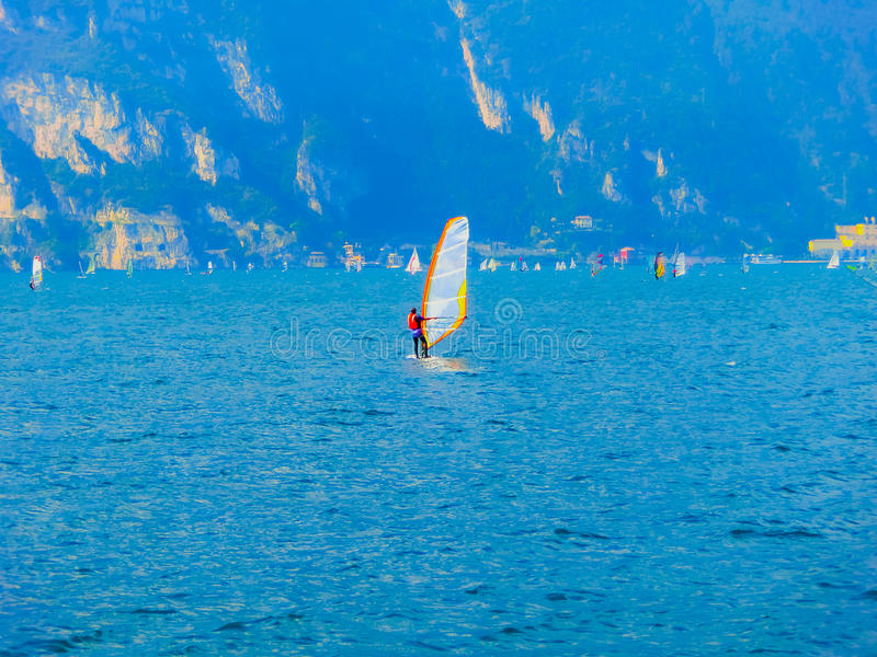 Torbole - het windsurfing op Meer Garda in Torbole royalty-vrije stock foto's