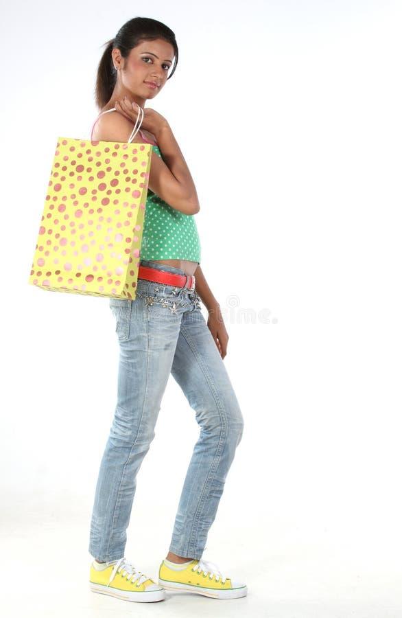 Download Torby dziewczyny zakupy obraz stock. Obraz złożonej z iść - 13340059
