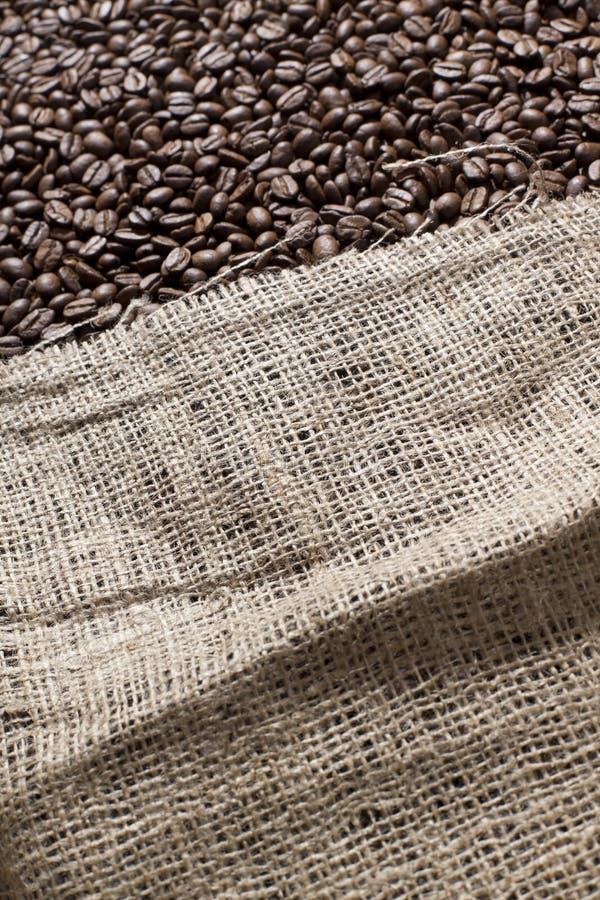 torby fasoli kawa folująca zdjęcie royalty free