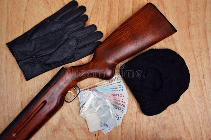 Torby leki, euro pieniądze i pistolet, zdjęcie royalty free