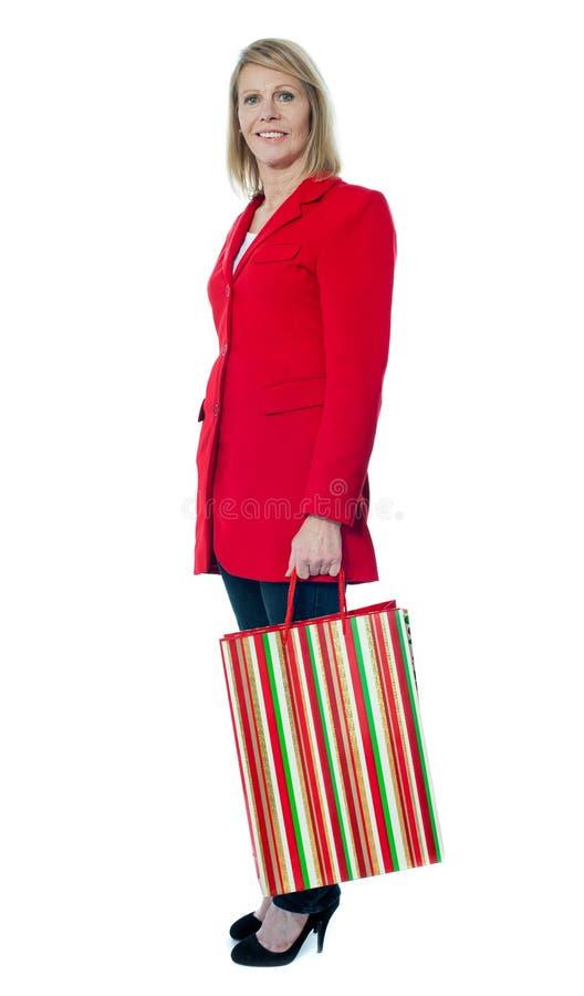 torby pięknej mienia damy starszy zakupy zdjęcie stock