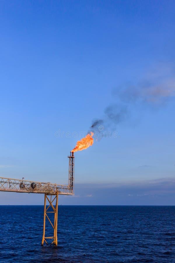 Torchage de pétrole marin et de gaz photo libre de droits