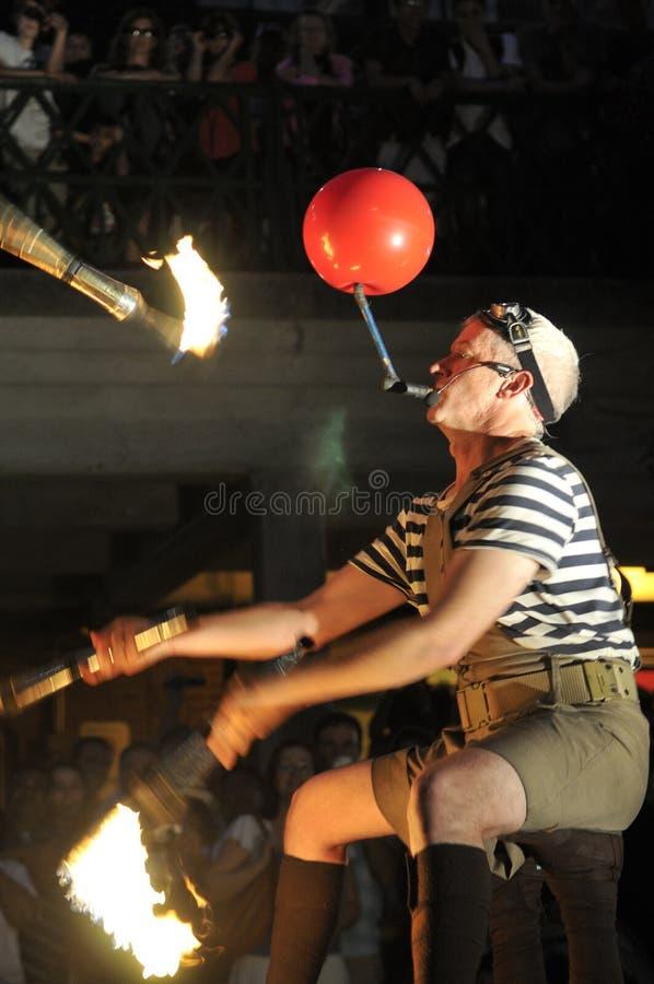 Torches d'incendie au festival buskerfest. photo stock