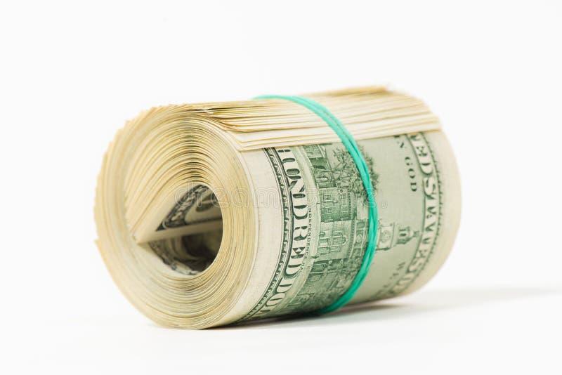 Tordu empaquetez 100 billets d'un dollar sur le blanc photo stock