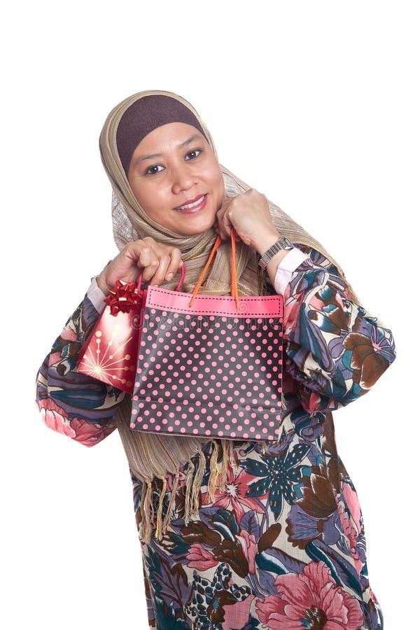 toreb jaskrawy barwiona muzułmańska zakupy kobieta obrazy royalty free
