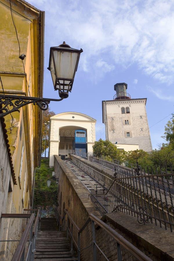 Toren en een kabelbaan in Zagreb royalty-vrije stock foto's