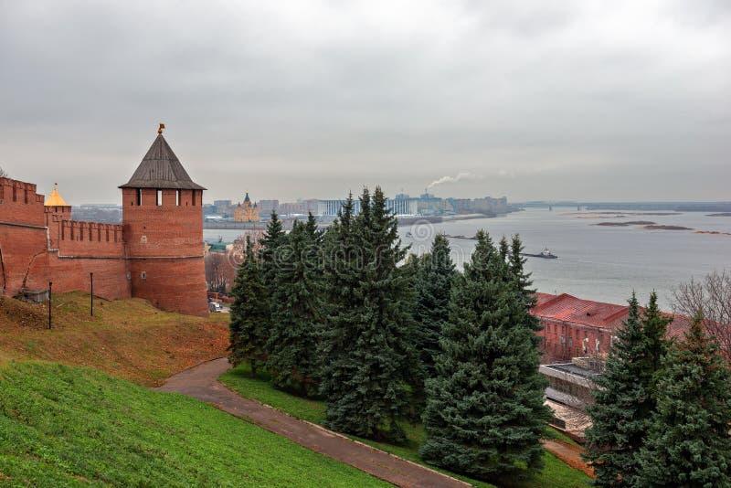 Toren en muur van vesting in Nizhny Novgorod, Rusland stock foto