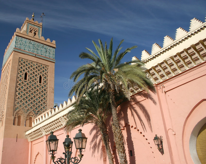 Toren en Paleis in Marrakech, Marokko stock foto's
