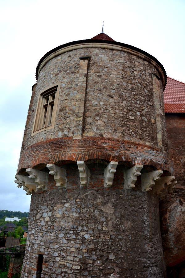 Toren in Hunedoara-Kasteel, genoemd Corvin-Kasteel in Transilvania royalty-vrije stock afbeelding
