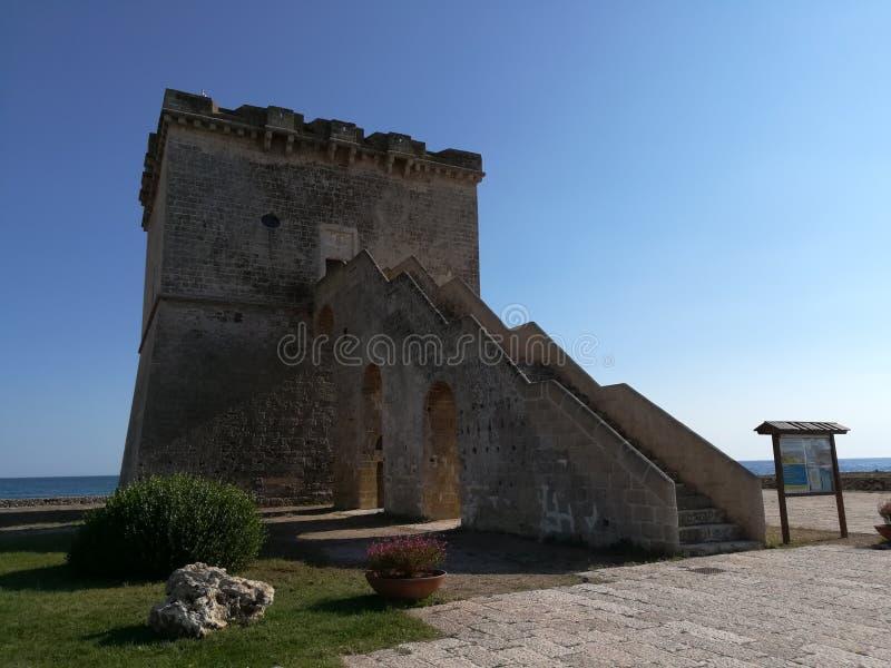 Toren Lapillo dichtbij Porto Cesareo in Salento Italië stock afbeelding