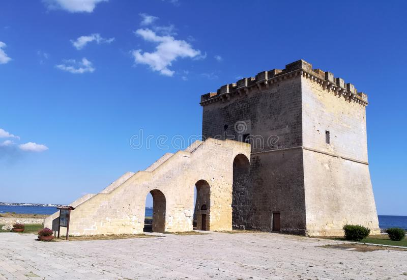 Toren Lapillo dichtbij Porto Cesareo in Salento Italië stock afbeeldingen