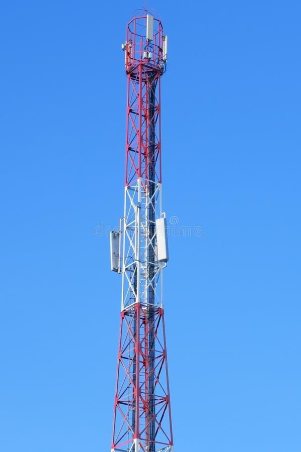 Toren met antennes van cellulair stock afbeeldingen