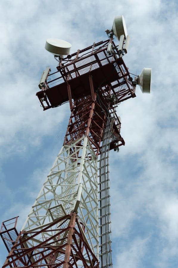 Toren met cellulaire antenne royalty-vrije stock foto's