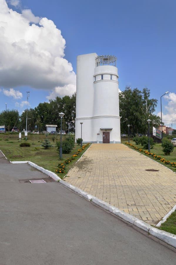 Toren met Foucault-slinger in Novosibirsk stock foto