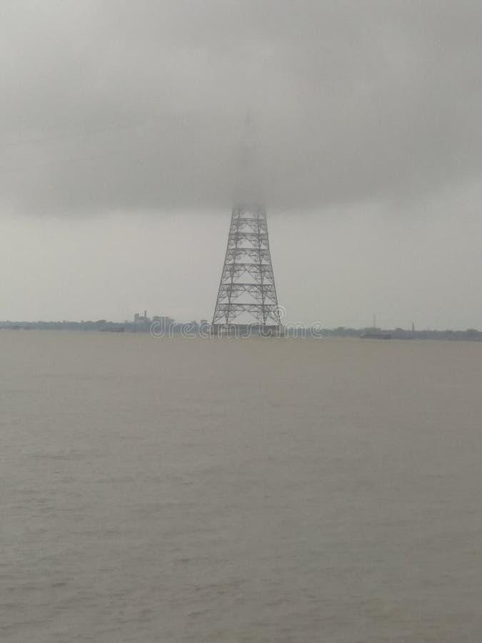 Toren op rivier stock fotografie