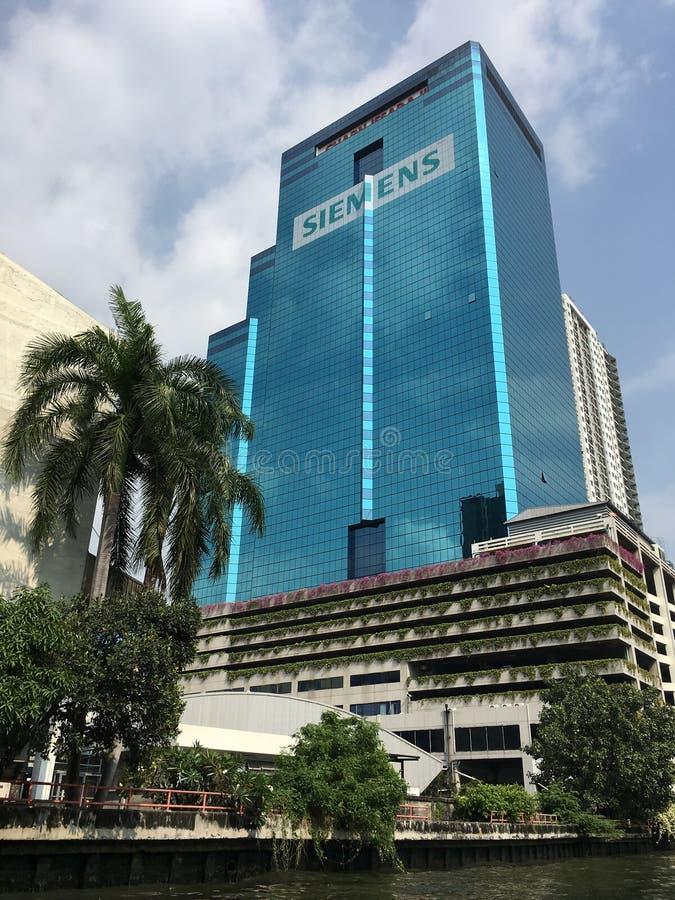Toren 2 van Charnissara in Bangkok stock fotografie