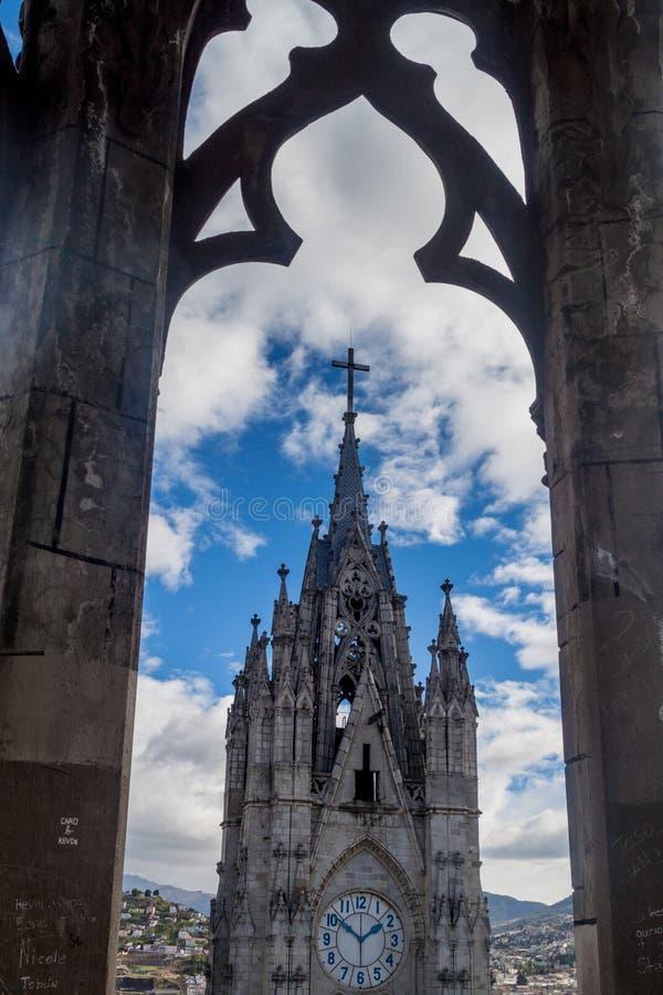 Toren van de Basiliek van de Nationale Gelofte in Quito stock afbeeldingen