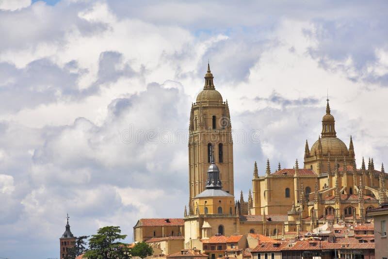 Toren van de bewolkte hemel stock foto