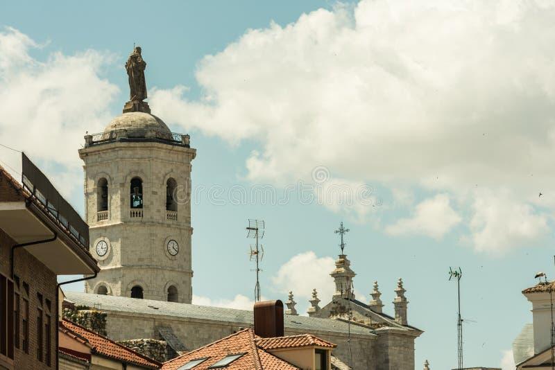 Toren van de Kathedraal van Valladolid in Spanje stock afbeeldingen