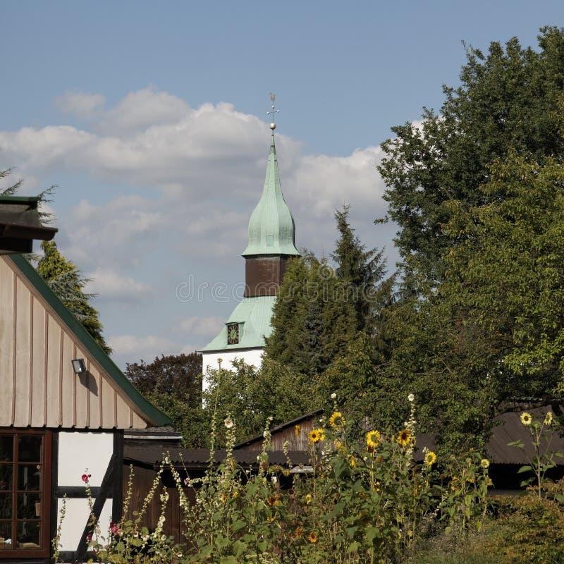Toren van de St Nikolai kerk in Slecht Essen, Nedersaksen, Duitsland royalty-vrije stock afbeeldingen