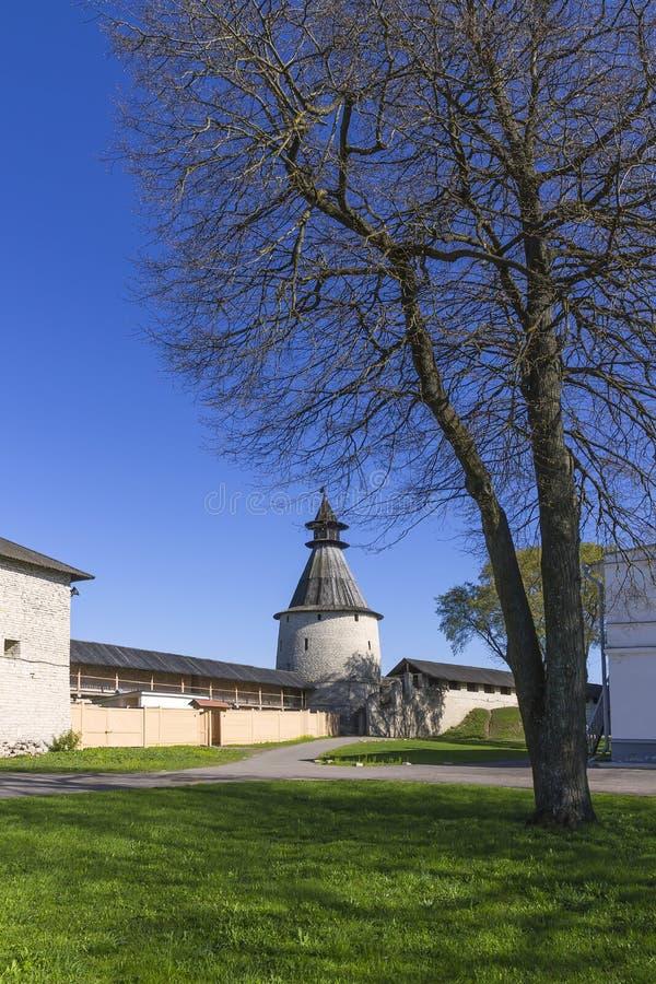 Toren van de vesting van Pskov, Rusland royalty-vrije stock foto