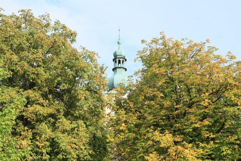 Toren van een kerk in Rimov stock afbeelding