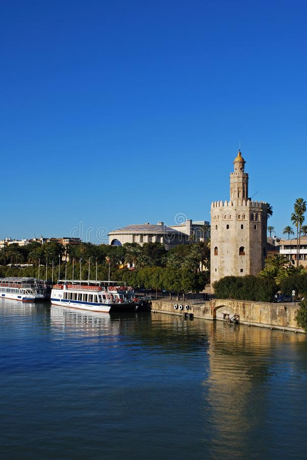 Toren van Goud en rivier Guadalquivir, Sevilla, Spanje stock afbeelding